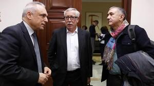 Toxo y Álvarez, con el diputadosocialista Rafael Simancas (izquierda).