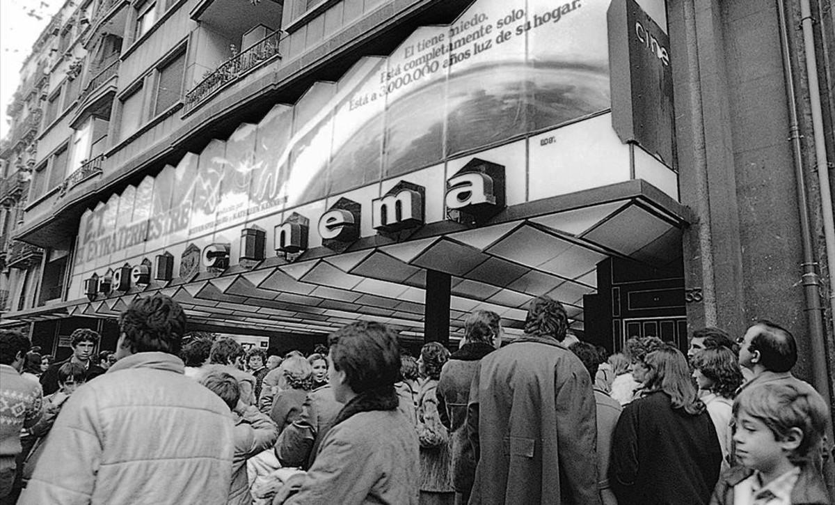 El cine Urgel en 1982, con E. T., el extraterrestre de estreno.