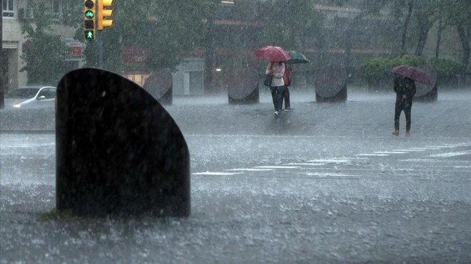 Otra vez el Paral.lel inundado.