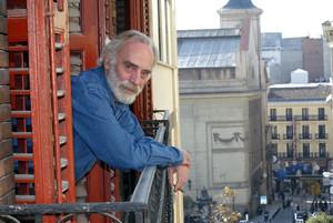 Javier Krahe, a casa seva, a Madrid, en una imatge del 2004.
