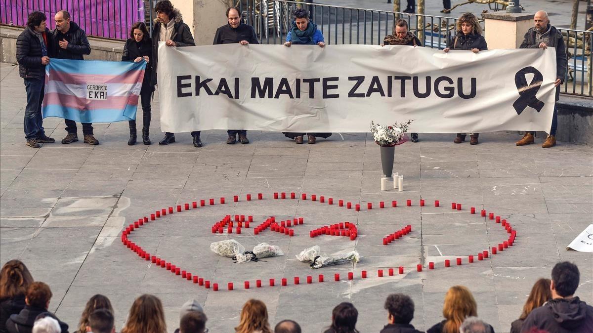 Manifestación de apoyo a la familia del joven transexual que se suicidió elviernes.