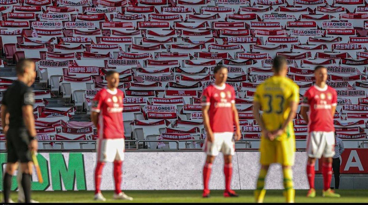 Hinchas descontentos atacan el autobús del Benfica