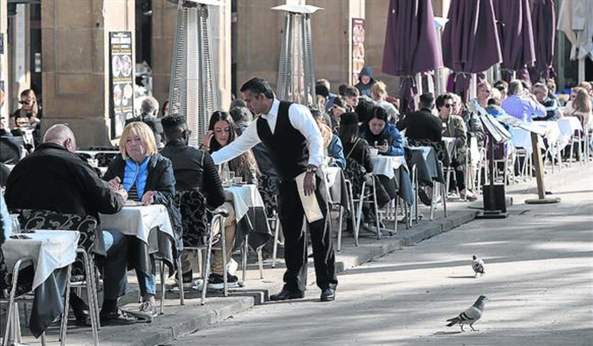 Terrazas de los restaurantes de la plaza Reial.