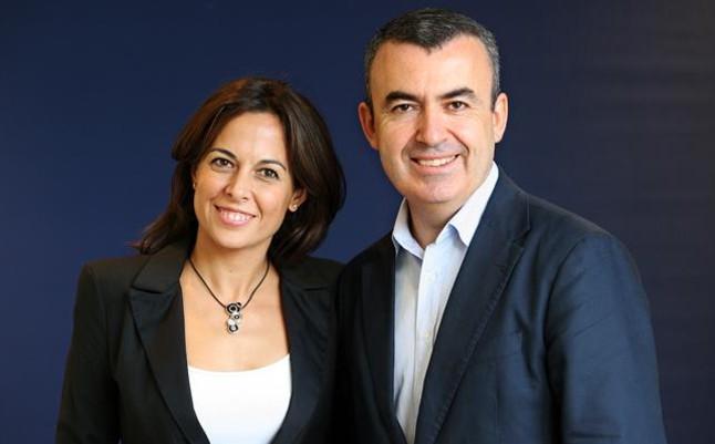 Lorenzo Silva y Mara Torres, flamantes ganador y finalista del Premio Planeta, este martes en Barcelona.