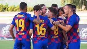 Los jugadores del Barça B celebran un gol al Valladolid B.