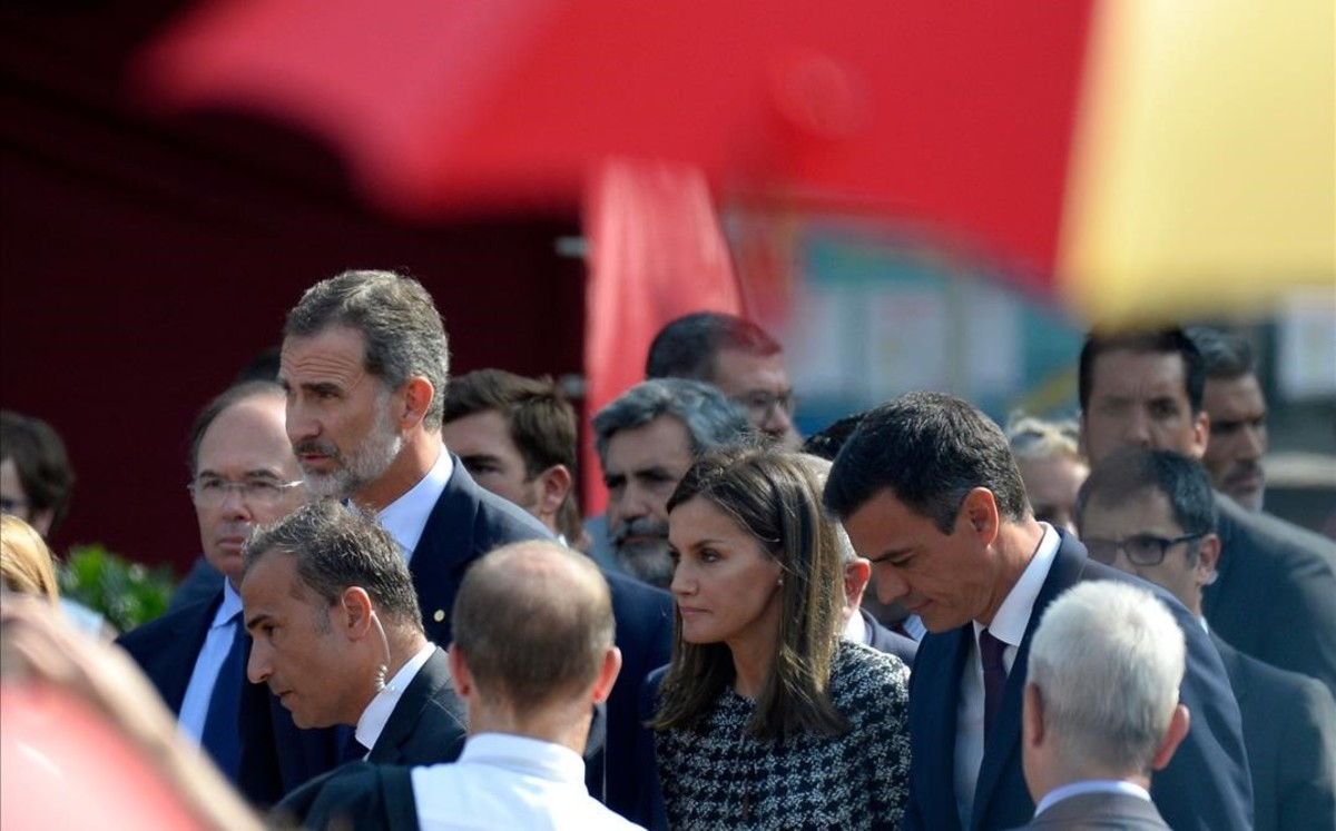 Los Reyes y Pedro Sánchez en los actos de homenaje del primer aniversario de los atentados del 17-A.