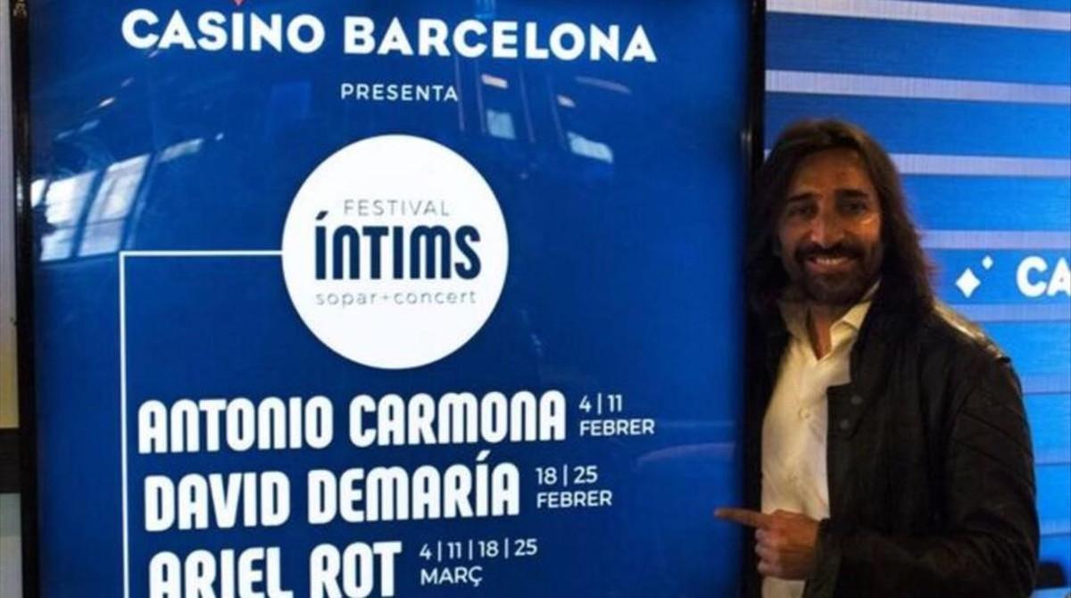 El cantante Antonio Carmona, este martes, en la presentación del Festival Íntims en el Casino de Barcelona.