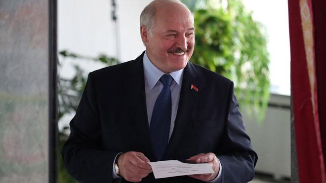 Lukashenko, reelegido en las eleccionesde Bielorrusia, empañadas por los arrestos y las sospechas de fraude.