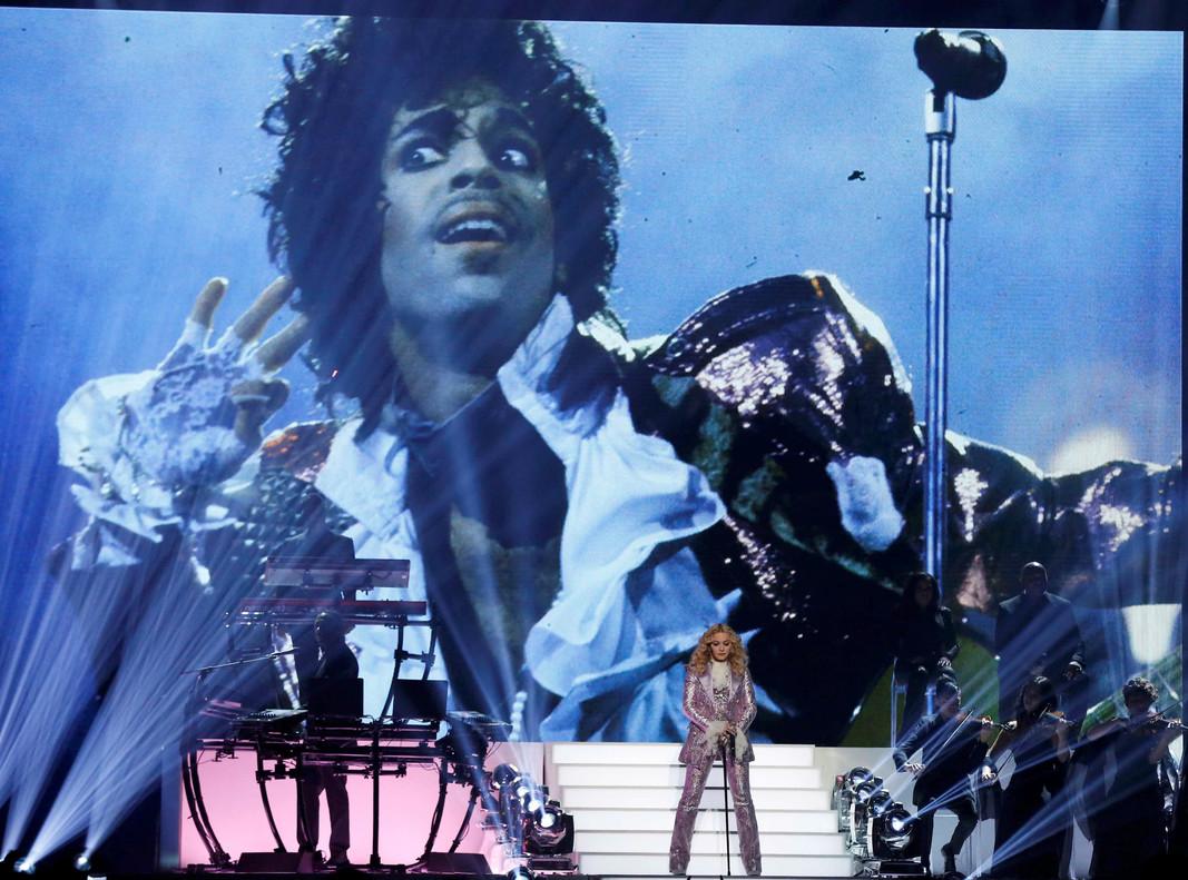 Madonna interpretó el Nothing Compares 2 U que Prince le escribió a Sinead OConnor.