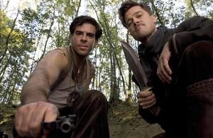 Eli Roth y Brad Pitt, en una imagen de 'Malditos bastardos'.
