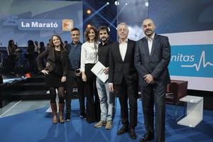 Los presentadoresRamon Pellicer, Helena Garcia Melero y Ricard Ustrell, junto a la codirectora del programa, Àngels Molina, y los responsables de TVC y Catalunya Ràdio, Jaume Peral y Saül Gordillo, respectivamente.