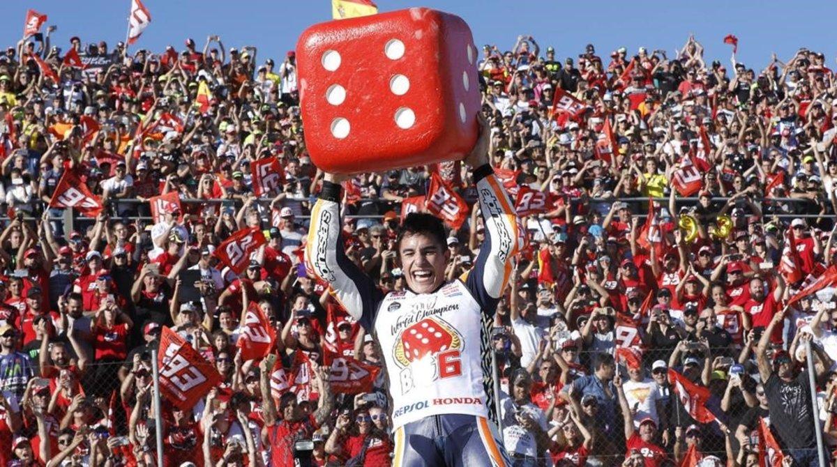 Marc Márquez celebró así su sexto título mundial, en Cheste (Valencia), el pasado mes de noviembre.