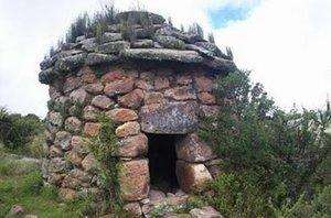 La concesión está a nombre de una empresa minera mediana llamada Alto Copper y abarca estas ruinas.