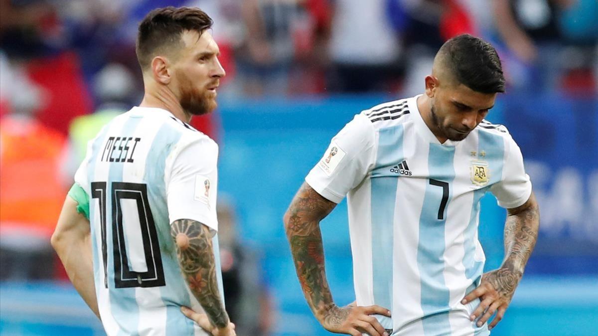 Messi y Banega, abatidos.