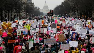 Miles de participantes en la marcha de las mujeres en Washington.