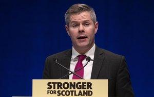 El ministro de Finanzas de Escocia, Derek Mackay, presenta su dimisión por acosar a un joven de 16 años por internet.