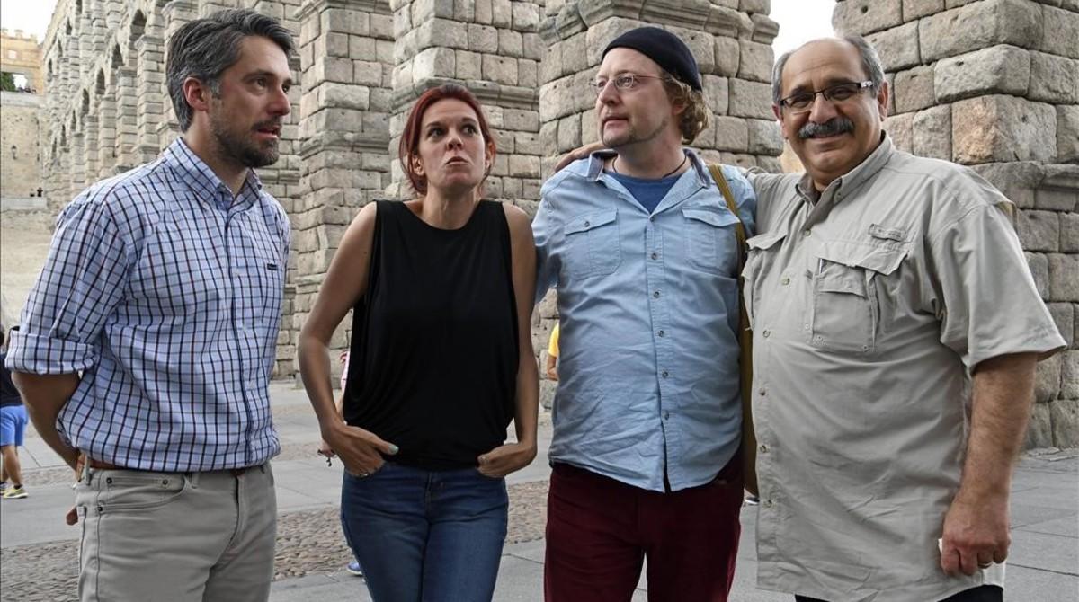 Mónica García Prieto, ganadora del premio Cirirlo Rodríguez, con los finalistas del galardón el pasado mayo en Segovia.