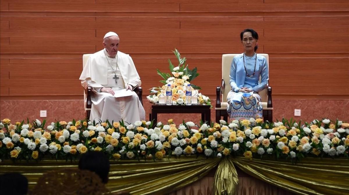 El Papa eludeix qualsevol menció directa als rohingyes
