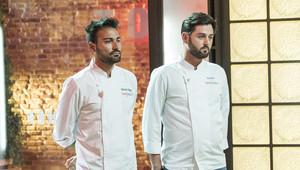Montoro y Manu, esperando la decisión del jurado en 'Top chef'.