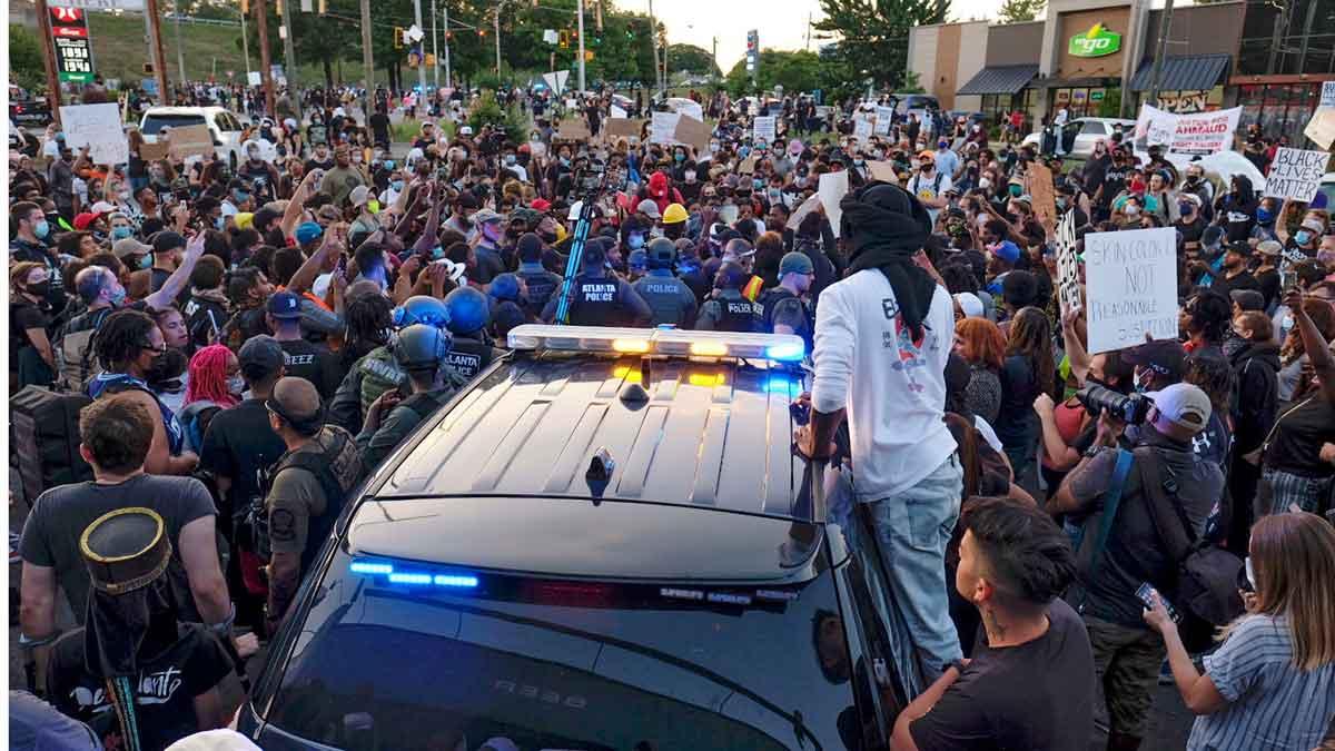 La muerte de otro joven afroamericano por disparos de un agente genera protestas en Estados Unidos.