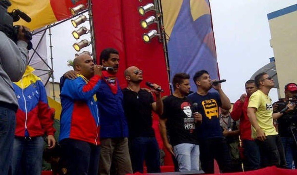 Autoridades colombianas no dejarán entrar a cantante venezolano por su cercanía con Maduro