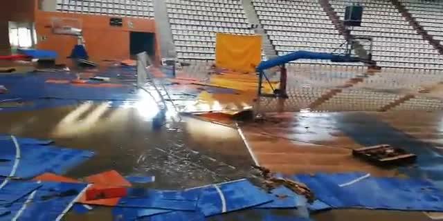 El Pabellón Municipal Girona-Fontajau, inundado con hasta dos metros de agua del río Ter.