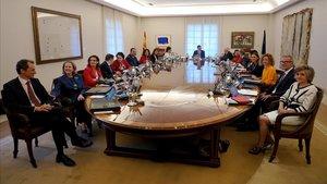 Pedro Sanchez preside el Consejo de Ministros en el palacio de la Moncloa.