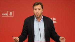 El portavoz del PSOE, Óscar Puente, este lunes en la sede del partido.