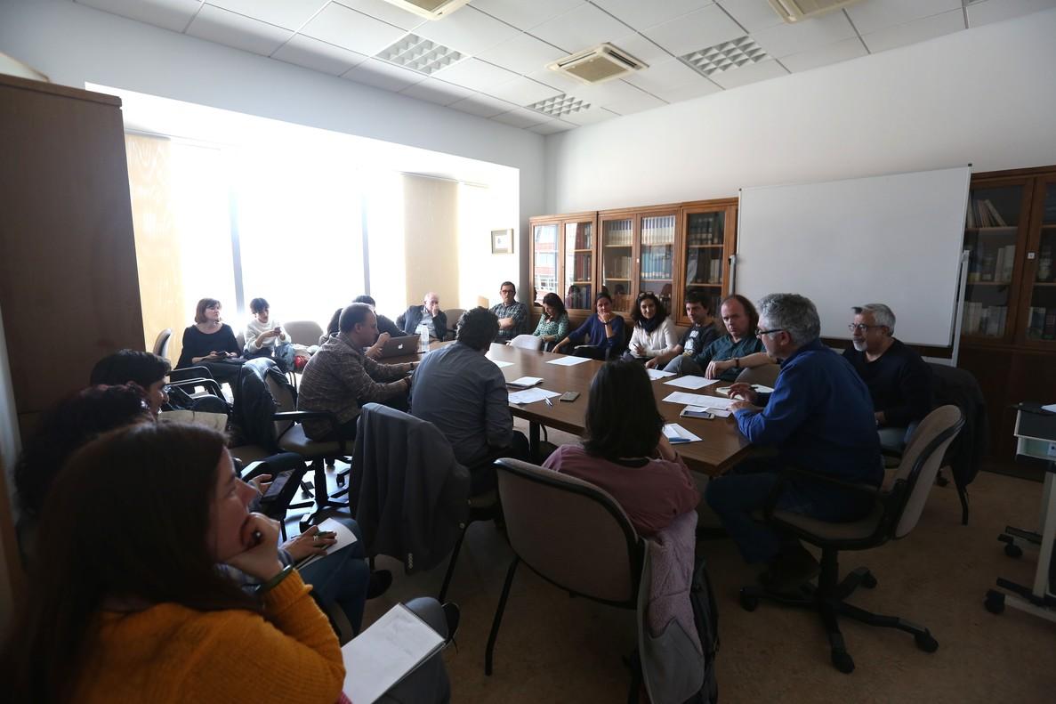 Profesores universitarios madrileños se han reunido este miércoles 18 en la facultad de Filología de la Universidad Complutense para preparar movilizaciones.