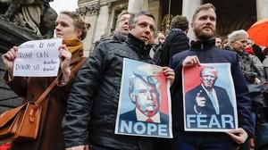Protesta contra la orden ejecutiva de Trump de vetar a refugiados e inmigrantes de siete países musulmanes, en Bruselas, este lunes.