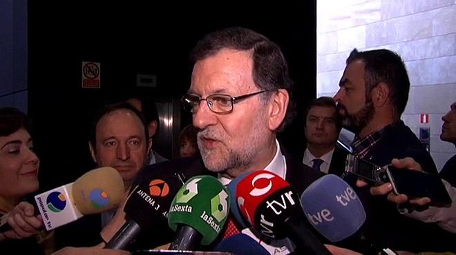"""Rajoy alerta contra el pacto de """"extremistas y radicales"""" entre Podemos e IU"""