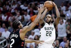 Milwaukee le da vuelta a primera final de Este.