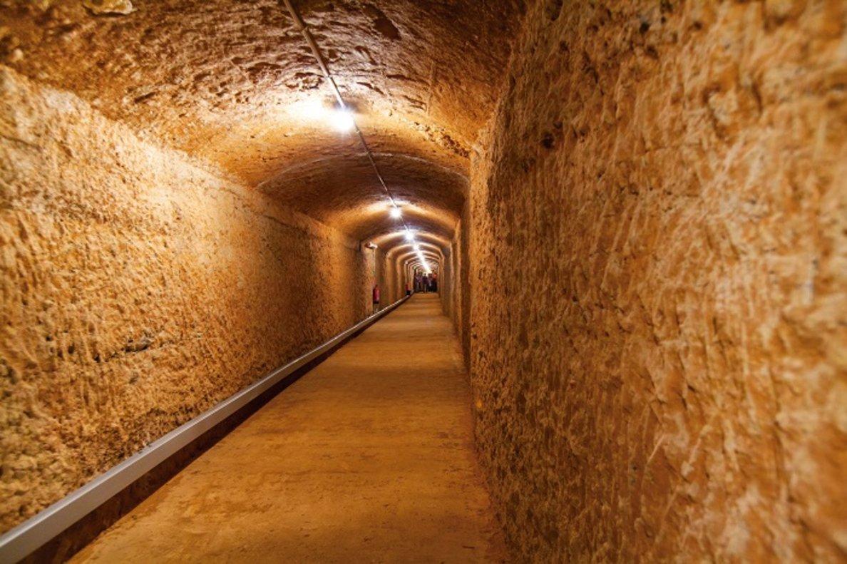 El refugi antiaeri de Gavà acull una exposició sobre arquitectura commemorativa i funerària del segle XX