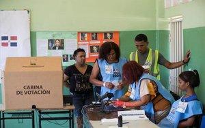 Centro de votaciones en República Dominicana.