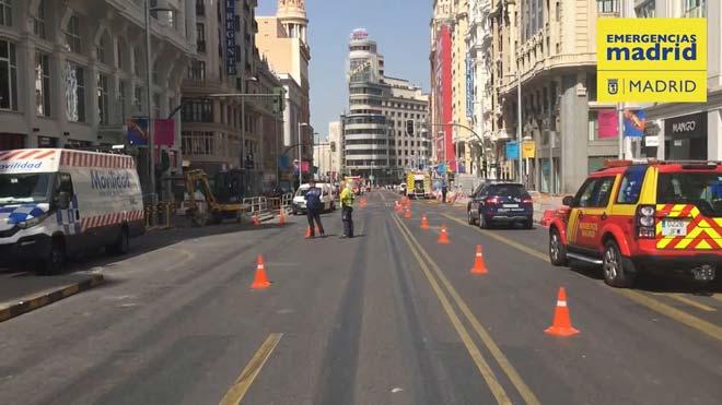 Restablecido tráfico en la Gran Vía de Madrid tras la perforación de una tubería.