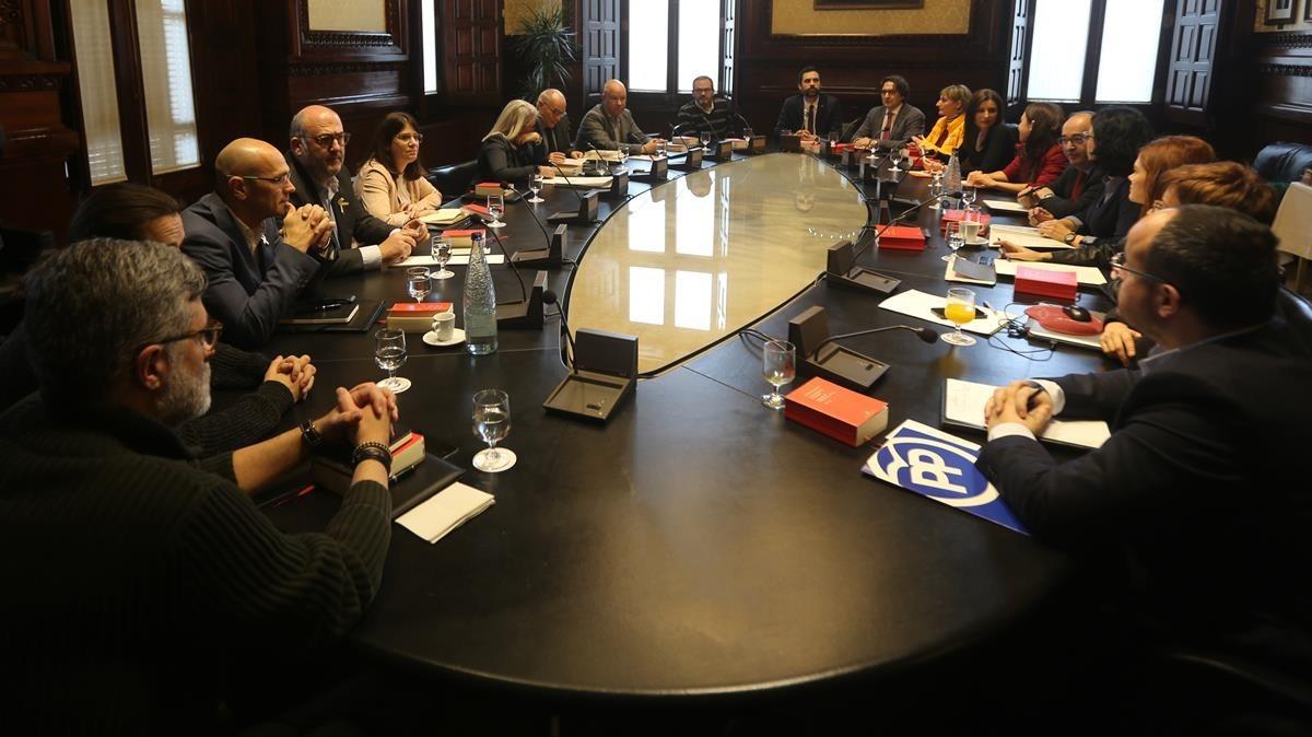 Reunión de la Mesa del Parlament, presidida por Roger Torrent.