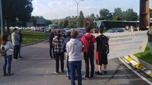 Cues quilomètriques per la protesta dels doctorands de la UAB a Bellaterra