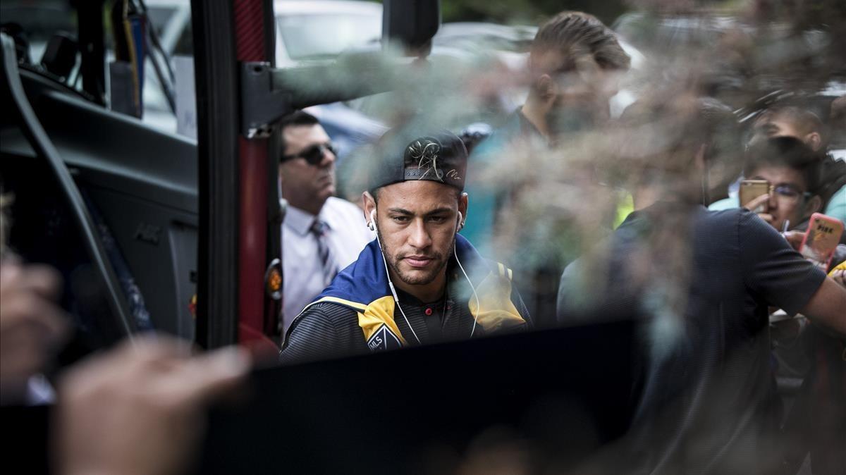 Neymar llegaal entrenamiento de este lunes en Nueva Jersey.