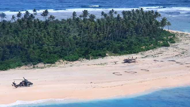 Rescatados tres pescadores perdidos en una isla desierta tras escribir 'SOS' en la arena.