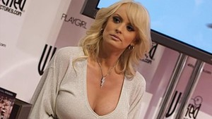 Stormy Daniels, la actriz porno que tuvo relaciones sexuales con Trump poco después de nacer su hijo Barron.