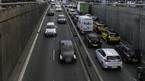 Tráfico denso de coches.