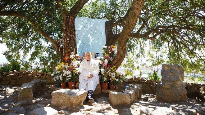 Treinta años rezando en la montaña de Montigalà, en Badalona