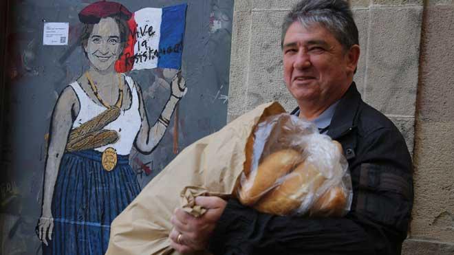 TvBoy pinta Madame Colau, una instalación con Ada Colau representada como la libertad de Francia.