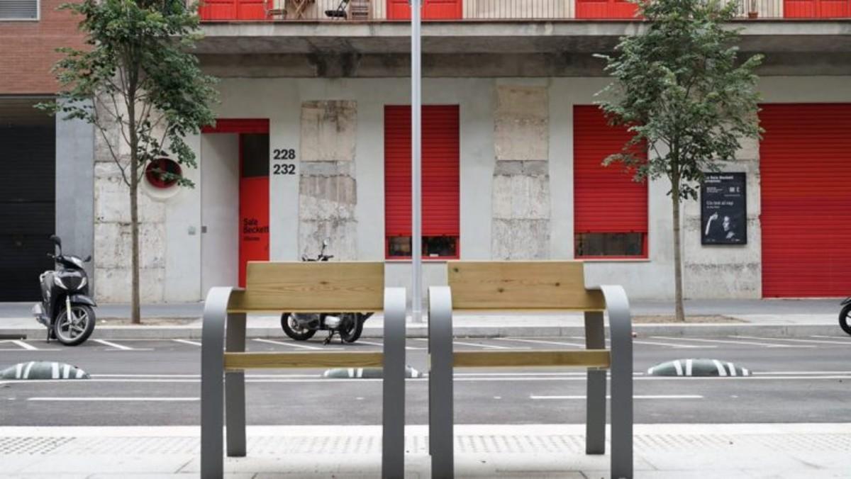 Una calle de Barcelona reformada dentro del Plan de Rehabilitación Integral del espacio público.