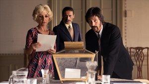 Una imagen de 'El Ministerio del Tiempo' ambientado en la Transición.