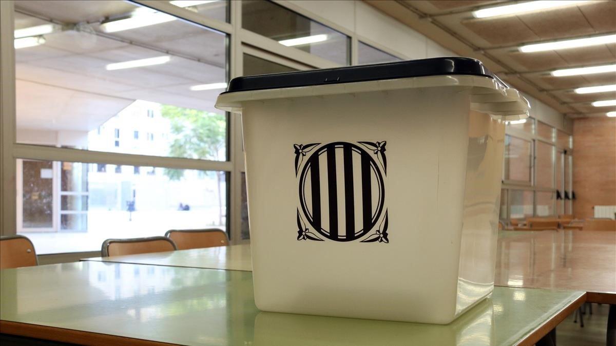 Una urna del 1-O en la Escola Mediterrània de Barcelona