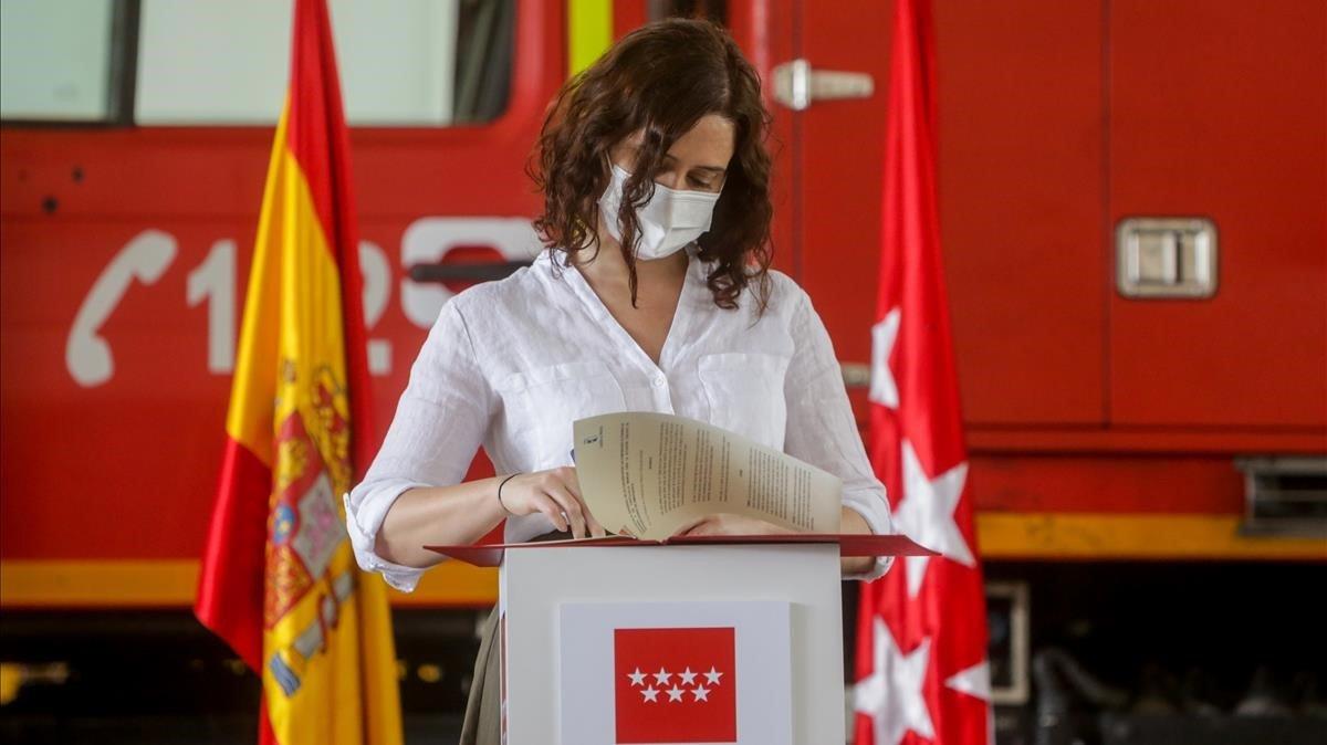 La presidenta de la Comunidad de Madrid, Isabel Díaz Ayuso, este viernes en San Martín de Valdeiglesias.