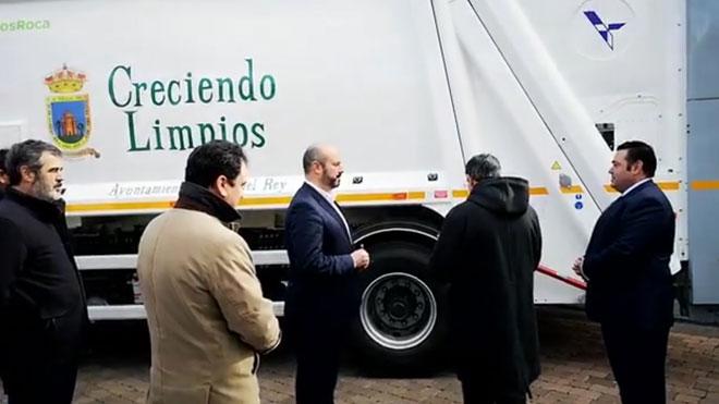 El vicepresidente de la Comunidad de Madrid asiste a la bendición de un camión de la basura en Navas del Rey.