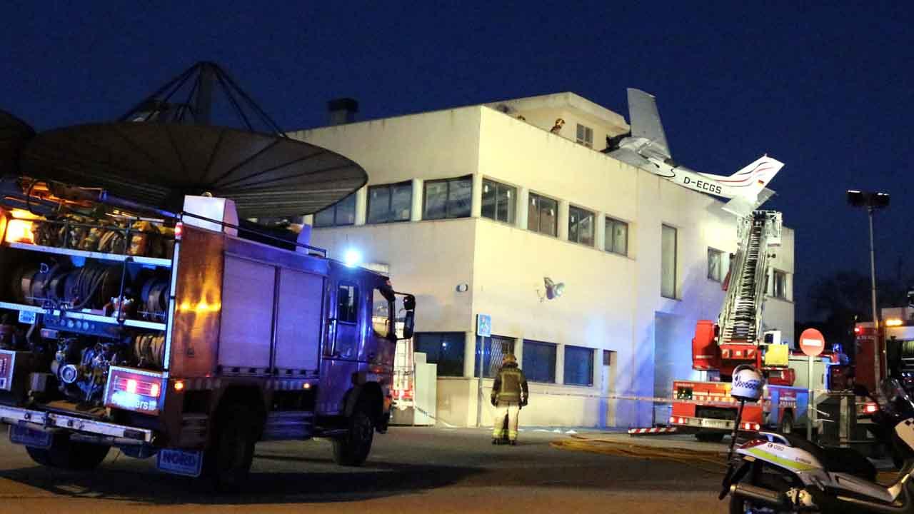 Vídeo de la avioneta alemana que se ha estrellado en la aproximación al aeropuerto de Sabadell.