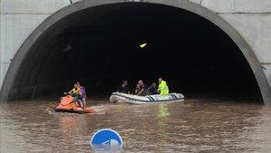 Vídeo | Rescatados varios conductores de un túnel de la AP7 en Alicante